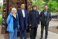 Carles Puigdemont, con Clara Ponsatí y su abogado, Aamer Anwar, y Toni Comín, este miércoles en Schengen.