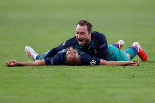 Lucas y Eriksen celebran la clasificación del Tottenham.