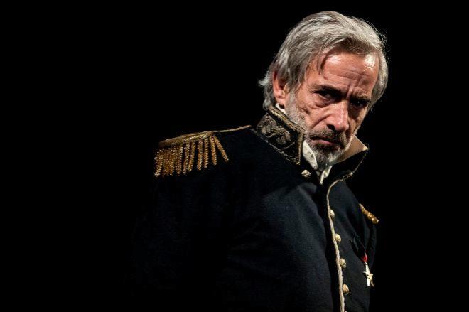 El actor Imanol Arias en la obra 'El Coronel no tiene quien le escriba'