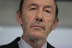 """Rubalcaba, en """"extrema gravedad""""; Sánchez se marcha de la cumbre europea ante su """"estado preocupante"""""""