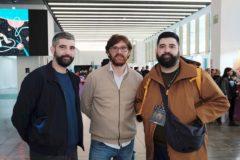 Los artistas digitales Dani y Xavi Cardona (Boldtron), con Pep Salazar (director ejecutivo del Festival Offf).