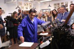 La Imprenta Sur vuelve a ponerse en movimiento para estampar los versos del poeta Manuel Alcántara