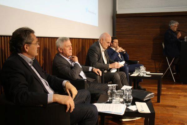 El empresario Pere Barrios (primero por la izquierda) en un debate con los presidenciables Enric Crous y Ramon Masià y un miembro de la candidatura de Carles Tusquets.