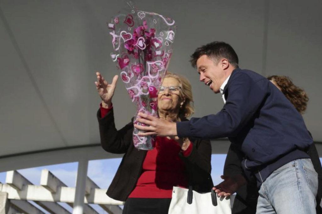 Íñigo Errejón y Manuela Carmena, ayer, en el arranque de campaña.