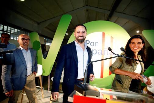 Jorge Buxadé, Santiago Abascal y Rocío Monasterio, en el inicio de...