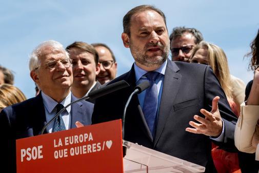 José Luis Ábalos y Josep Borrell, en el inicio de campaña del PSOE para el 26-M