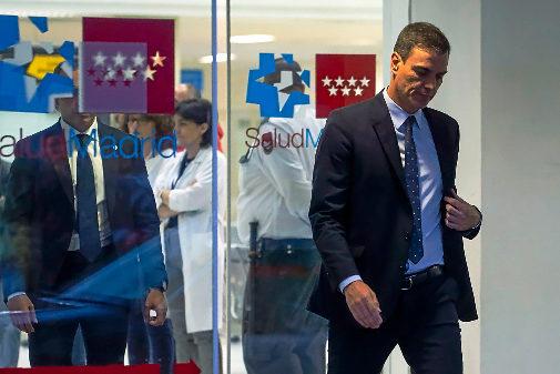 Pedro Sánchez sale del hospital Puerta de Hierro donde se encuentra Rubalcaba