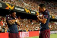 Lacazette y Aubameyang celebran un gol.
