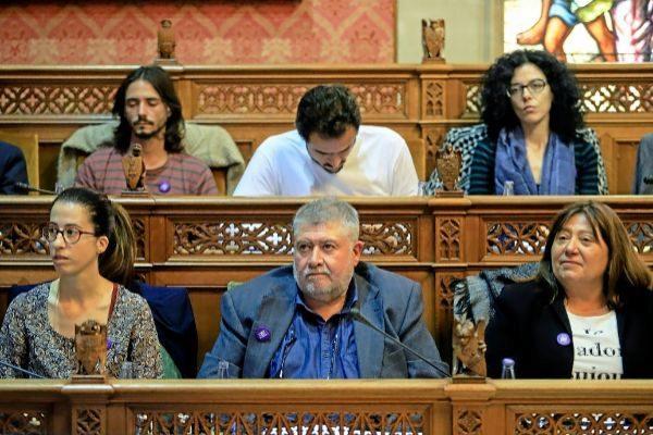 La consellera Sandra Espeja junto a Joan Font en un pleno del Consell de Mallorca.