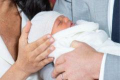 Meghan Markle y el príncipe Harry presentan a su hijo y horas después desvelan su nombre