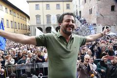 El ministro de Interior y vicepresidente del Gobierno, Matteo Salvini, en un mitin de campaña en Prato (Italia).