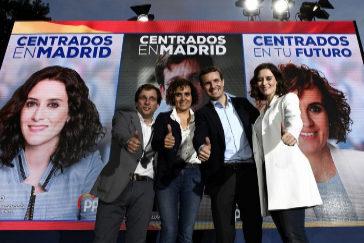 José Luis Martínez Almeida, Dolors Montserrat, Pablo Casado e Isabel Díaz Ayuso, en el inicio de campaña del PP