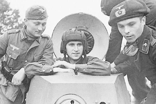 Nacional Socialistas y comunistas de la época, tras el reparto de Polonia.