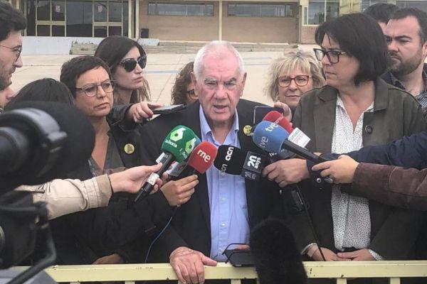 Montse Bassa, Ernest Maragall y Diana Riba a la salida de la cárcel de Soto del Real