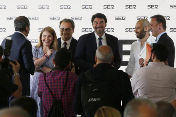 Los candidatos de Cs, PSOE, PP, UP y Compromís, el pasado viernes en el primer debate electoral de la campaña organizado por 'Radio Alicante'.