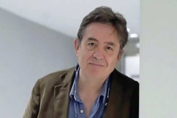 García Montero: poesía y conciencia en la época del usar y tirar