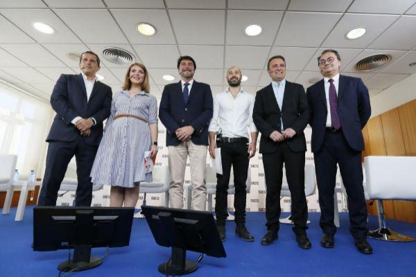 El director de Contenidos de 'Radio Alicante', Carlos Arcaya, con Mari Carmen Sánchez (Cs), Luis Barcala (PP), Xavier López (Uni