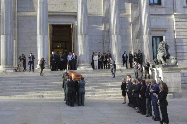 El Congreso abrió la Puerta de los Leones para la capilla ardiente de Alfredo Pérez Rubalcaba.