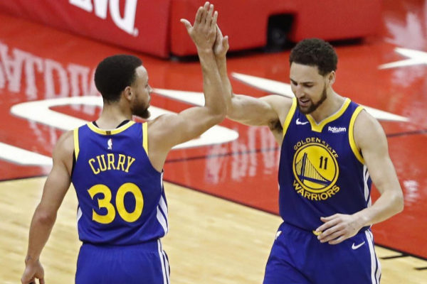 LWS129. Houston (United States), 10/05/2019.- Golden State Warriors guard Stephen <HIT>Curry</HIT> (L) celebrates with teammate Klay Thompson (R) after his team defeated the Houston Rockets at the conclusion of the NBA Western Conference playoffs semifinal basketball game six between the Golden State Warriors and the Houston Rockets at the Toyota Center in Houston, Texas, USA, 10 May 2019. (Baloncesto, Estados Unidos) EPA/ SHUTTERSTOCK OUT