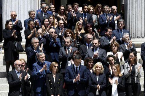 Aplausos y emoción en el adiós multitudinario a Rubalcaba