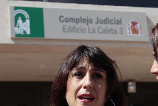 Juana Rivas, a su salida de los juzgados de Granada durante el juicio.