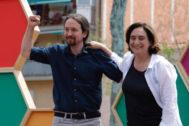Pablo Iglesias y Ada Colau, en un mitin de campaña en Barcelona.
