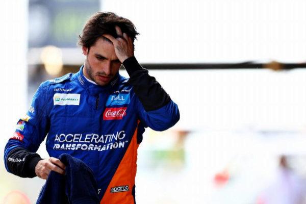 Carlo Sainz, cabizbajo durante la clasificación en Montmeló.