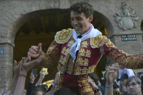 Borja Collado, a hombros la nueva ilusión de Valencia