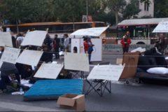 Los Mossos desalojan de madrugada a los acampados por el precio de la vivienda