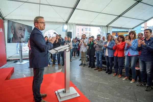 Los socialistas vascos retoman la campaña en Barakaldo homenajeando a Rubalcaba