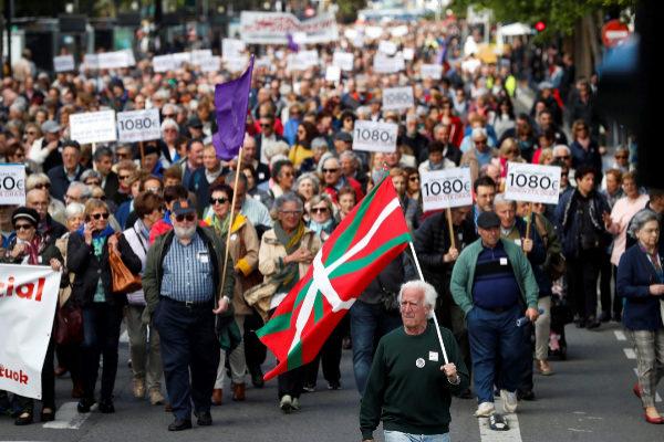 """Miles de pensionistas reclaman a los políticos """"compromisos"""" y """"no promesas"""""""