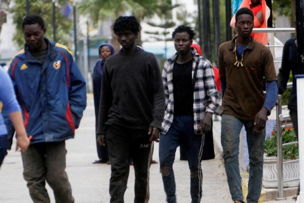 Varios de los inmigrantes llegados hoy a Melilla.