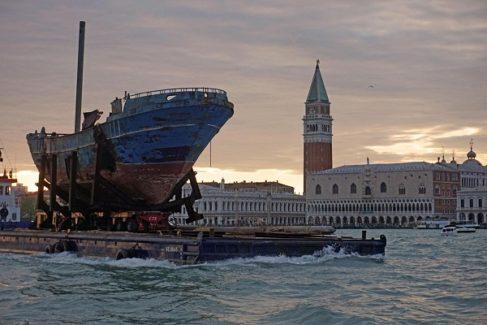 Hablan los supervivientes del barco de los 723 muertos de la Bienal de Venecia