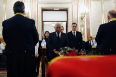 António