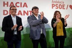 El alcalde de Huelva y candidato a la reelección por el PSOE, Gabriel Cruz, en el arranque de campaña junto a Susana Díaz e Ignacio Caraballo.