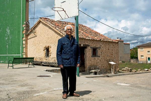 Ricardo Díez Pascual, el pasado viernes, en Castillejo de Mesleón...