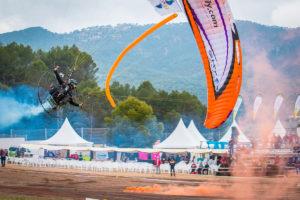 El Festival del Aire de El Yelmo cumple veinte años y toma los cielos de Segura de la Sierra