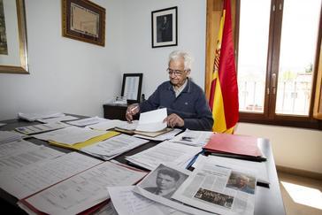 El alcalde, en su despacho del Ayuntamiento.