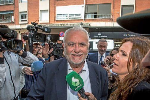 Juan Cotino, a su llegada a la comandancia de la Guardia Civil para declarar por el 'caso Erial'.