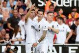 Gameiro celebra el tercer tanto del Valencia ante el Alavés en el estadio de Mestalla en la penúltima jornada de LaLiga.