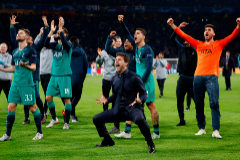 Soccer Football - Champions League Semi Final Second Leg - Ajax Amsterdam v Tottenham Hotspur - Johan Cruijff Arena, Amsterdam, Netherlands - May 8, 2019 Tottenham manager Mauricio <HIT>Pochettino</HIT>, Ben Davies, Fernando Llorente and Erik Lamela celebrate after the match Action Images via Reuters/Matthew Childs TPX IMAGES OF THE DAY