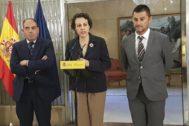 El presidente de ATA, Lorenzo Amor, la ministra de Trabajo, Magdalena Valerio y el presidente de Upta, Eduardo Abad.