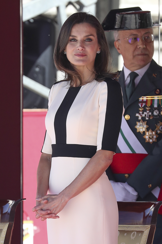La Reina ha estrenado vestido para asistir a los actos por el 175...