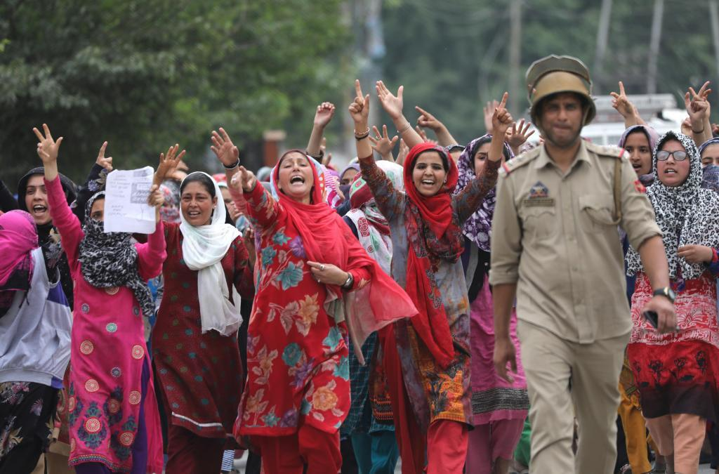 Protestas en Srinagar (Cachemira india) para exigir medidas un castigo ejemplar a un hombre arrestado de violar a una niña de 3 años.