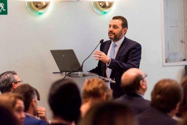 El presidente de la patronal Aerte de la Dependencia, José María Toro, en una reunión de sus miembros.