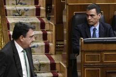 Aitor Esteban, junto a Pedro Sánchez y Carmen Calvo en el Congreso