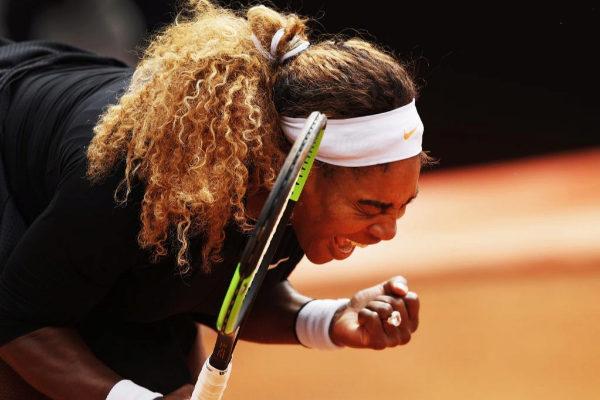 Serena celebra un punto durante su partido ante Rebecca Peterson.