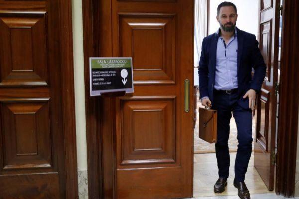 El presidente de Vox, Santiago Abascal, tras registrarse este martes en el Congreso como nuevo diputado.