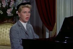 Doris Day interpretando 'Qué será, será' en la película 'El hombre que sabía demasiado' de Alfred Hitchcock.