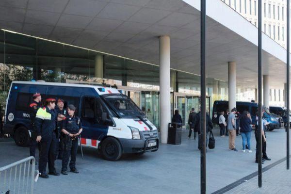 Imagen de agentes de los Mossos custodiando la Ciutat de la Justícia
